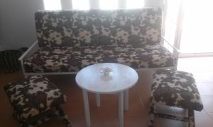 salon-atico Colchón de 90x190 convertido en sofa.