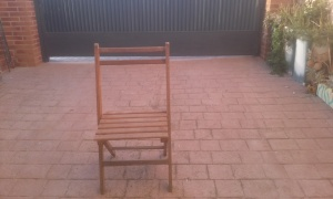 silla-de-madera-vieja Un pequeño rinconcito.