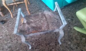 20140922_180934 Banqueta de madera tapizada con reposabrazos.
