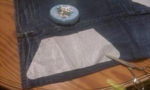 cortando-camal-de-vaquero Bolso de boquilla, con tela vaquera.