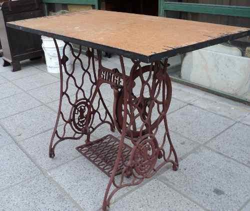Mesa con maquina de coser antigua great mesa decorativa con base se mquina de coser antigua - Mesa maquina coser singer ...