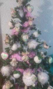 parte-de-arriba-mas-de-cerca Arbol de Navidad con flores.